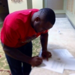 "Glen ""Big Baby"" Davis signs his Clippers contract in New Orleans on Monday. Thanx: L.A. Clippers"
