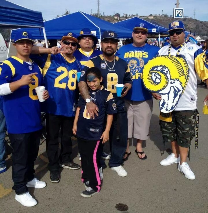 Rams Fans From L A Take Over San Diego S Qualcomm Stadium